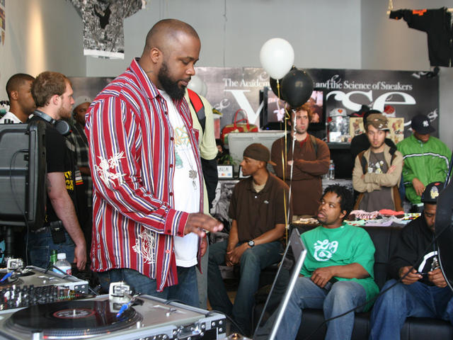 Tyranny listening to slaps at the Verse Beat Battle March 2008.